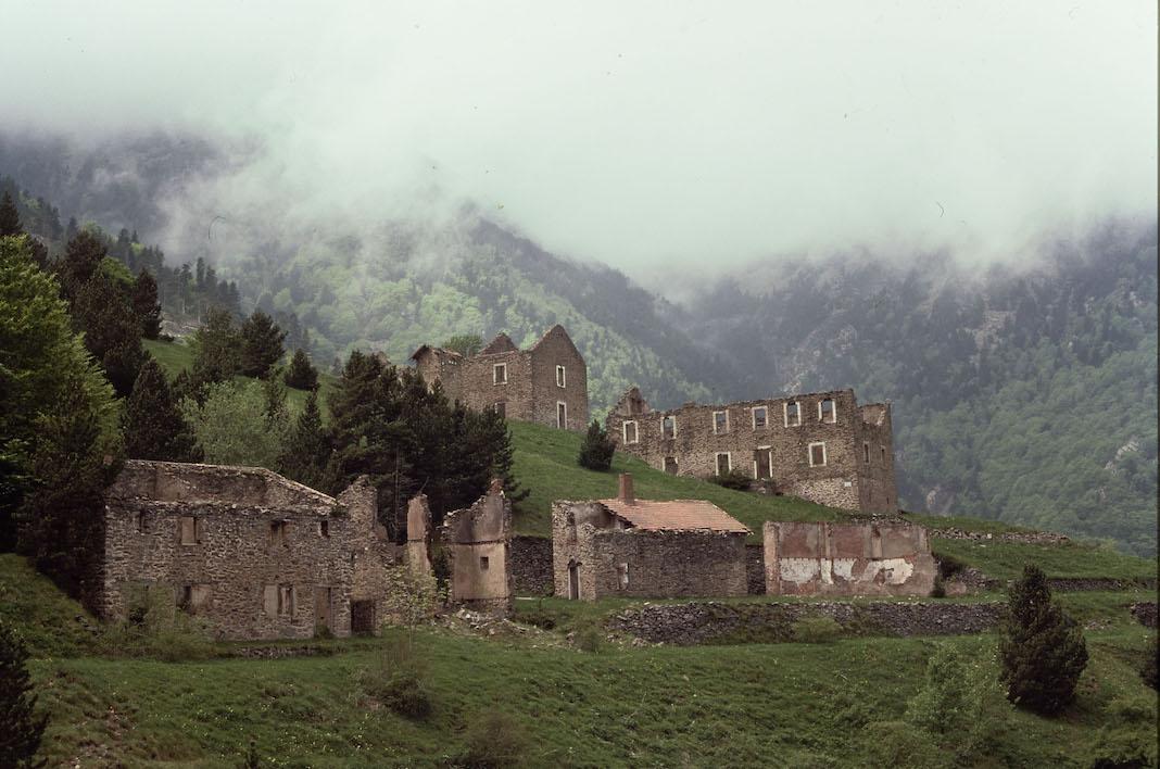 L'ancienne colonie minière de La Pinosa à Valmanya / B. FORT