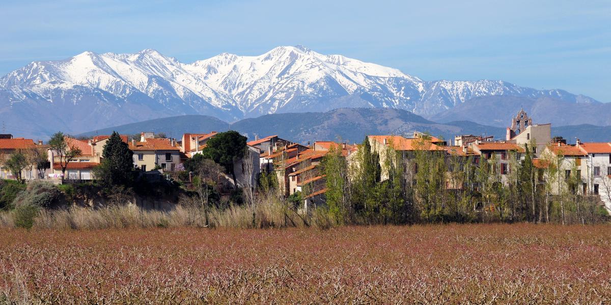 Le massif du Canigó depuis le village de Trouillas / Michel CASTILLO-CD66